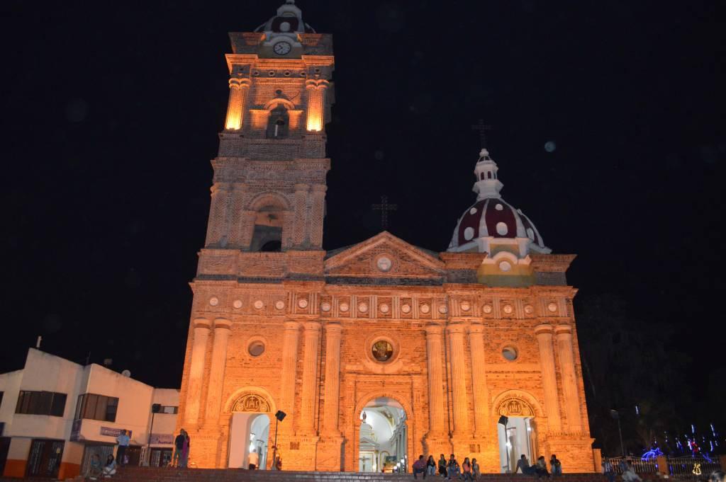 iglesia de timaná noche