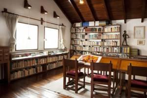 oswaldo guayasamin biblioteca personal